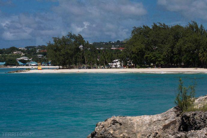 Barbados em novembro tem céu com nuvens