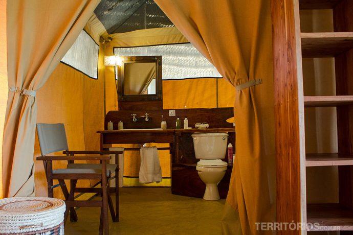 O banheiro dentro da barraca