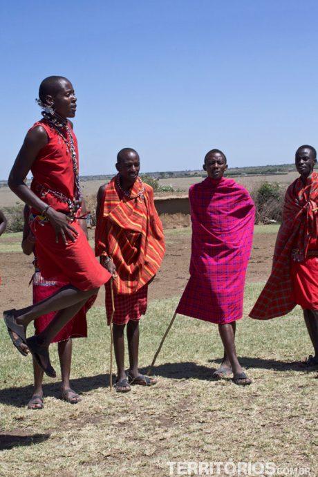 ... e gritos de boas vindas dos Masais
