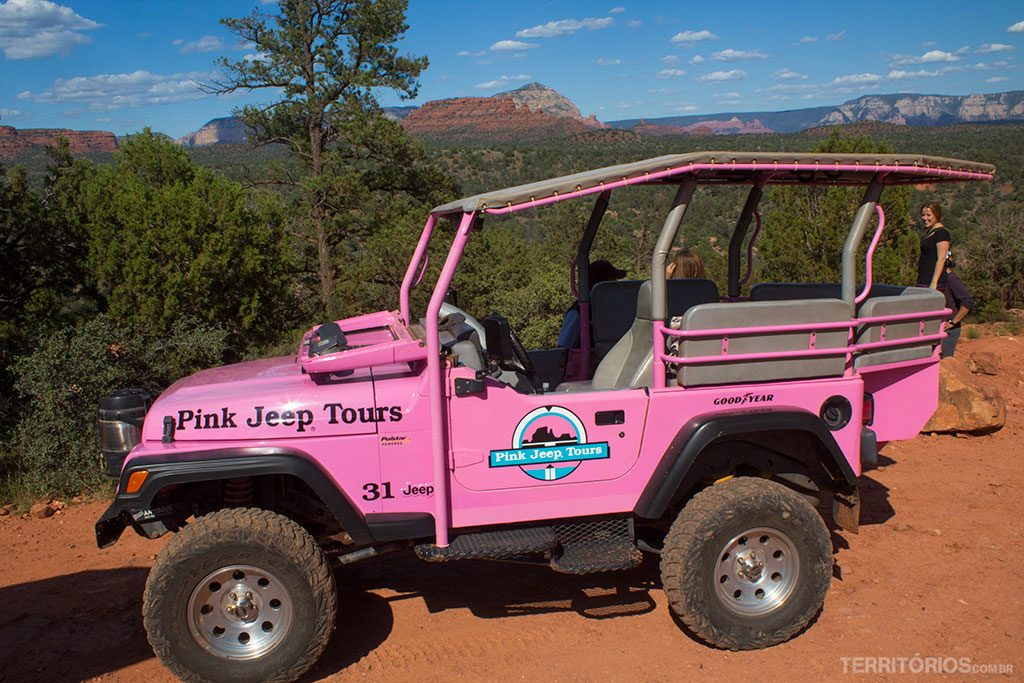 O jipe estilo Barbie Girl da Pink Jeep Tour