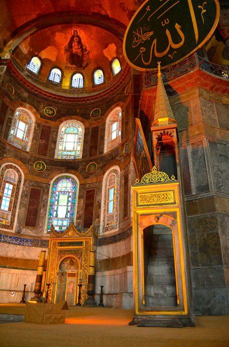 Dentro da Santa Sofia