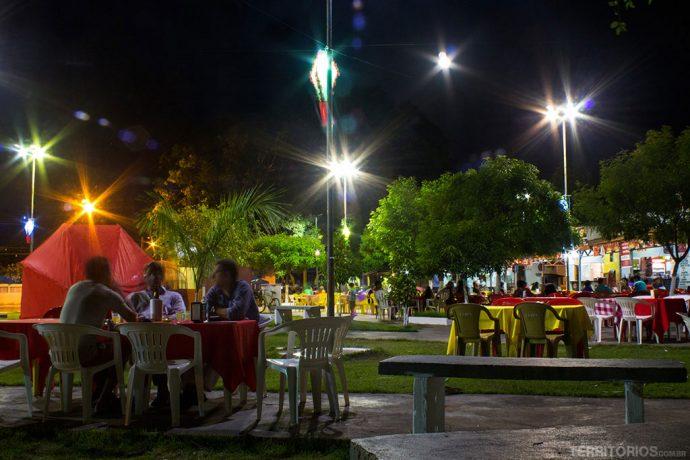 Praça principal em clima de festa Junina
