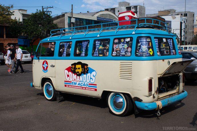 Kombi personalizada na feira de carros antigos do Largo da Epatur