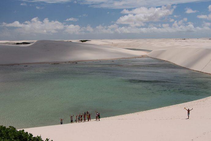 Nós na Lagoa Azul e dunas a perder de vista. Foto de Anderson Spinelli