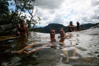 O banho na piscina natural da Cachoeira do Abismo
