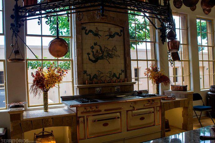 Utensílios de cozinha no Copper Art Museum lembram casa de vó ou casa da fazenda