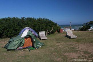 Área de camping na beira da praia Jeffreys Bay