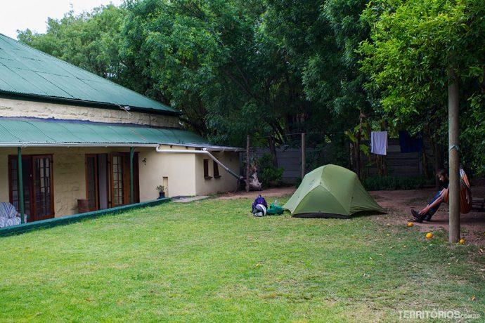 Área de camping e quartos compartilhados