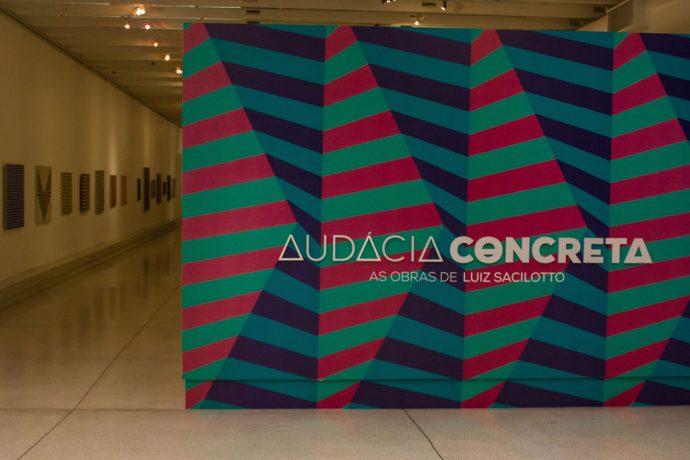 Exposição sobre concretismo brasileiro