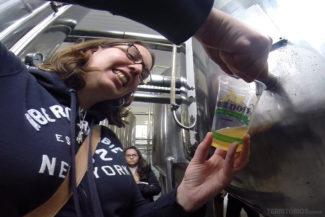 Cerveja direto do tanque no tour cervejeiro