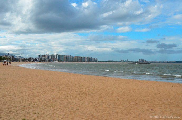 Praia de Camburiquase deserta