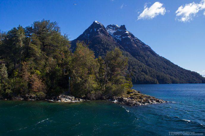 Isla Sentinela com a tumba de Perito Moreno