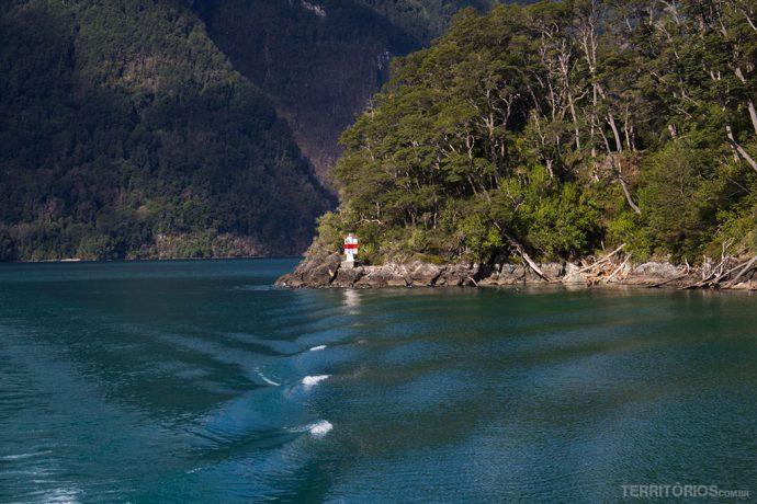 Cenário da travessia Cruce Andino entre Chile e Argentina. Temperaturas ainda geladas para viajar em outubro