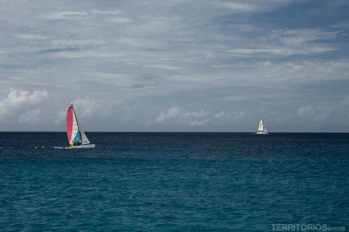 Veleiros na costa oeste de Barbados