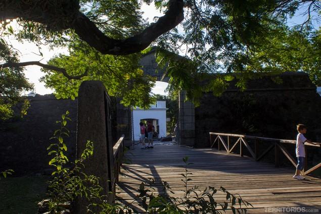 Hostel fica três quadras da ponte histórica de Colônia de Sacramento