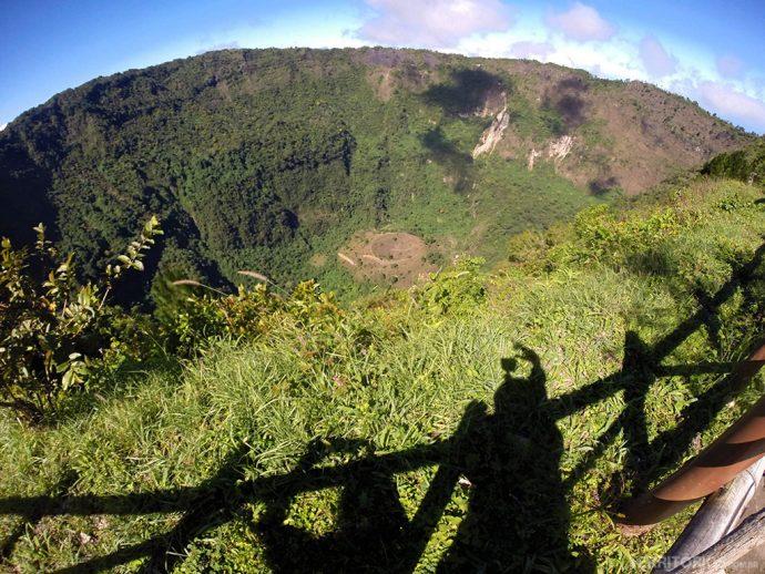 Cratera de 1,5 km do vulcão San Salvador