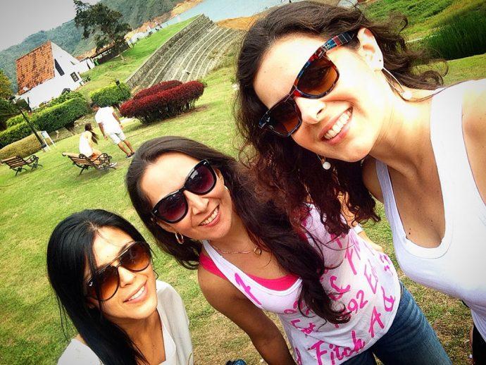 Almocinho delicioso no Lago Calima (Valle del Cauca) com minhas amigas e anfitriãs colombianas