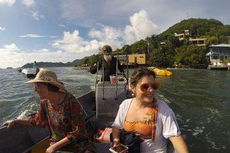 Betito nos levando no barco