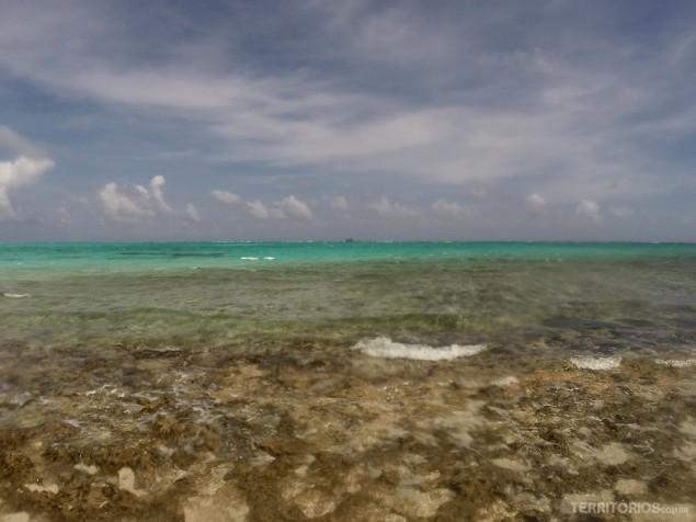 O verde hipnotizando visto de Haynes Cay, San Andrés