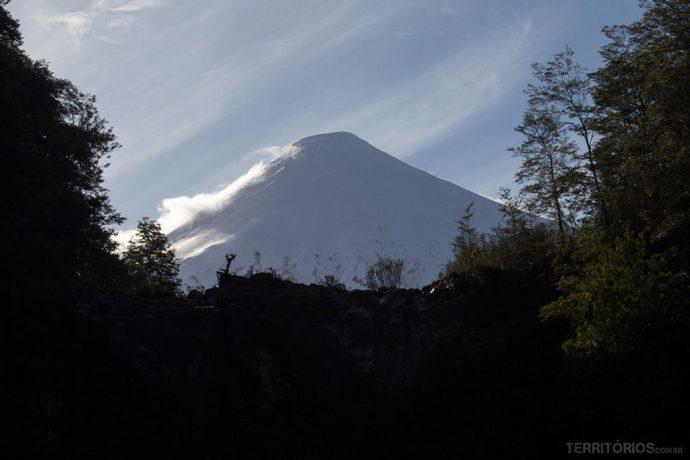 Osorno se mostrou por poucas horas no final de tarde. E o lugar da foto se chama La Ventana por mostrar o vulcão emoldurado