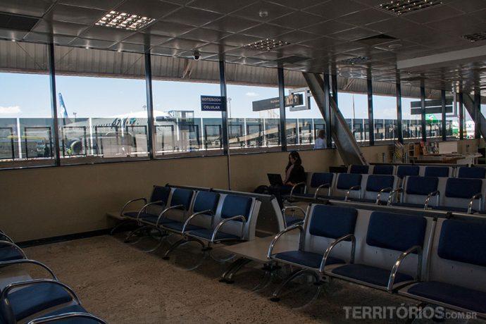 Ambientes com iluminação natural e vista para os aviões