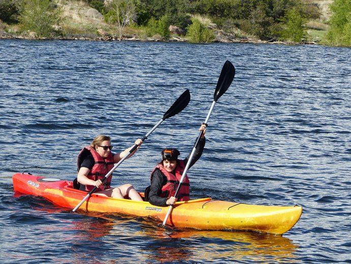 Caiaque em dupla no lago Watson