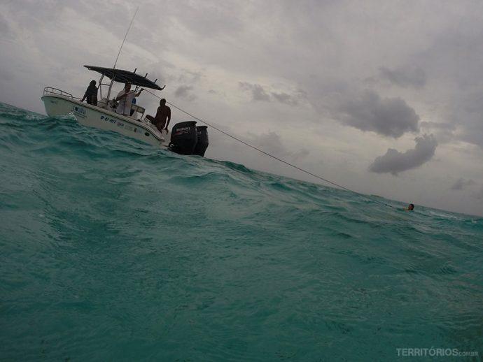 Nos puxavam com a boia na preguiça de nadar até o barco