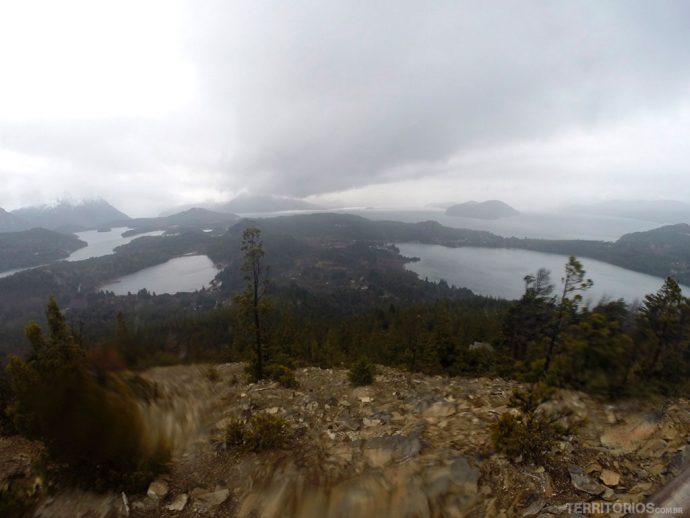 Vista do alto do Cerro Campanário em dia nublado