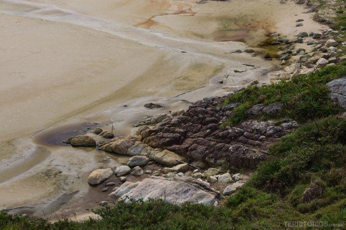 Área com areia movediça é normal em terreno com mangue