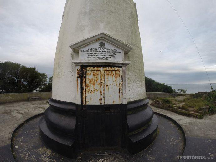 O próprio D. Pedro II ordenou a construção do Farol das Conchas em 1870. Dois anos depois até hoje continua com a mesma função de orientar os navegantes na baía de Paranaguá