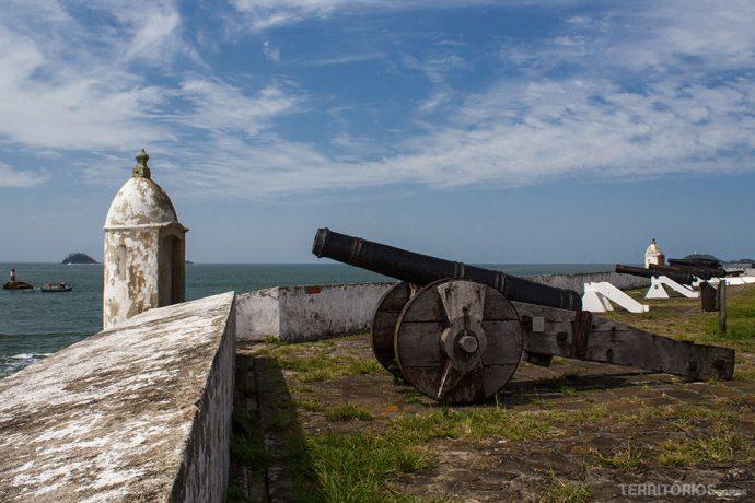 Fortaleza Nossa Senhora dos Prazeres. Construída em 1767 para proteger o Brasil de ataques dos espanhóis