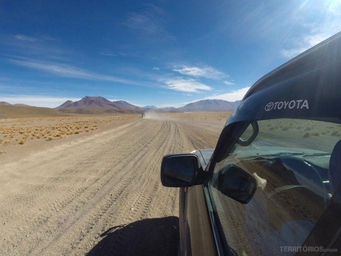 A maior parte do caminho é por estradas de terra, pedra ou sal