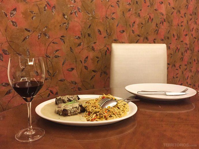 Jantar no restaurante Cumbuca