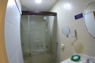 Banheiro novo com hidromassagem