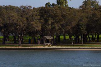 Parque com churrasqueiras e área para piquenique