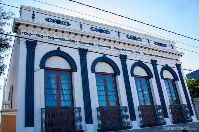 Casa de família privada na frente da Praça Doutor Fernando Abbott