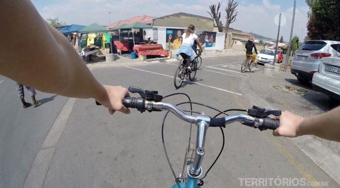 Eu pedalando no Soweto