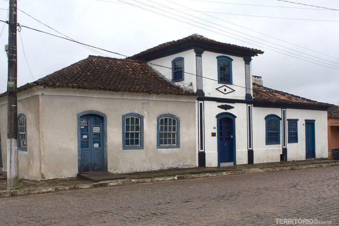 Casa de Camarinha teve a primeira parte (esquerda) construída em 1789. A casa mais antiga de Piratini