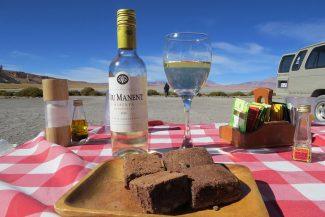 Bom vinho e bolo de chocolate em Salar de Tara