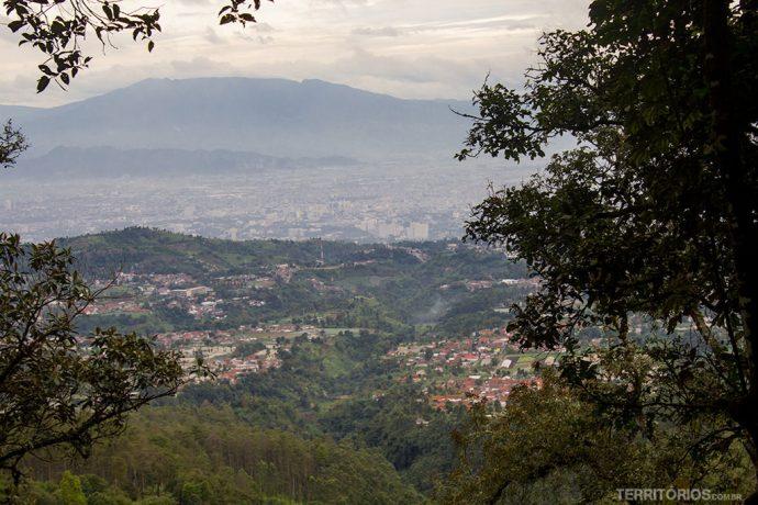 Dava para ver Bandung do alto em determinada parada