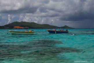 Barquinhos em Crab Cay