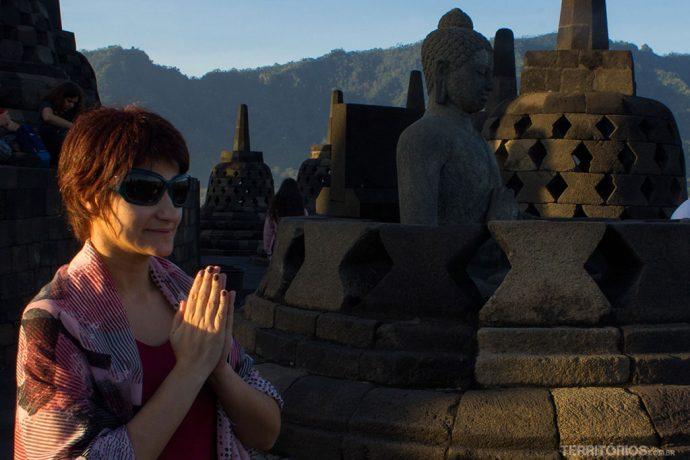 Agradecendo o momento no maior templo budista do mundo
