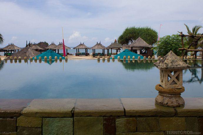 Piscina principal do Novotel em Lombok