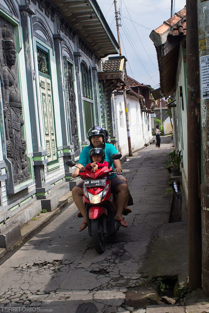 Scotter pelas ruas de Yogyakarta
