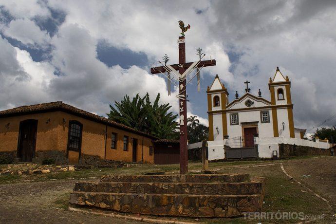 Igreja Nossa Senhora da Penha -O motivo desses objetos colados na cruz não consegui descobrir, agradeço se o leitor nos contar no comentário