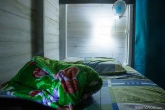 Cama no quarto compartilhado do hostel