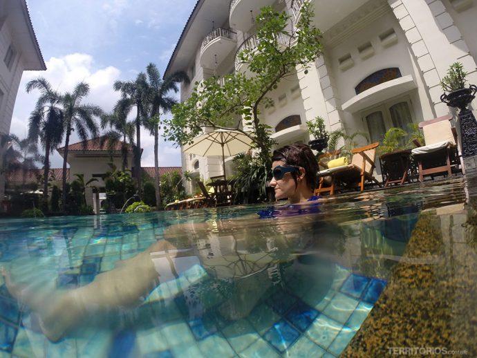 Curtindo a piscina do The Phoenix Hotel