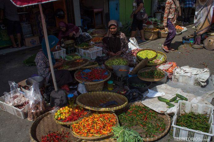 Pimentas e especiarias vendidas nos mercados de rua