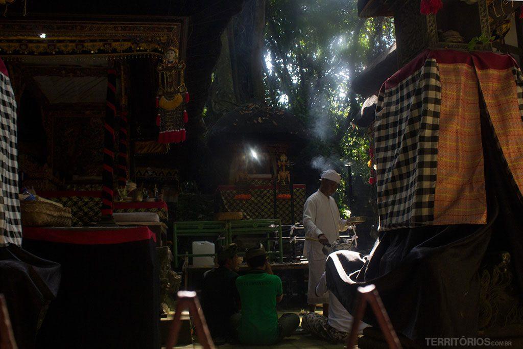Templo fechado para turistas em dias de cerimônia pode ser observado