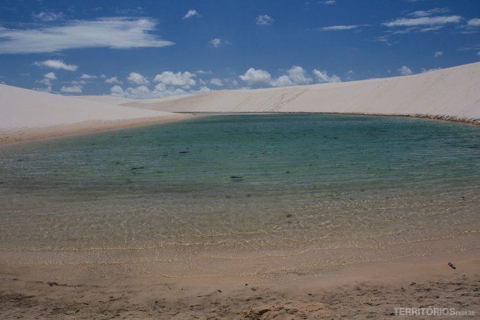 Lagoa cristalina nos Lençóis Maranhenses